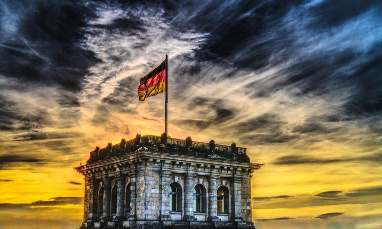 דגל גרמניה מונף